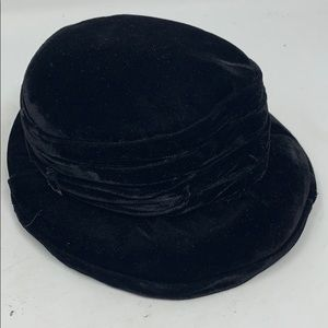 Vintage black velvet small bendable 1940s hat